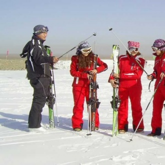 懸壁長城四季滑雪場